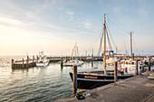 Morgenstimmung im Hafen von List, Sylt, Schleswig-Holstein, Deutschland