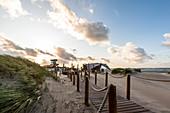 Blick auf die Strandbar in Heiligenhafen, Ostsee, Ostholstein, Schleswig-Holstein, Deutschland