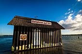 Überschwemmter Überseecontainer in Heiligenhafen, Ostsee, Ostholstein, Schleswig-Holstein, Deutschland