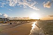 Blick auf den Strand von Heiligenhafen, Ostsee, Ostholstein, Schleswig-Holstein, Deutschland
