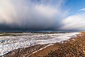 Dazendorf Strand mit Blick auf die Steilküste und Kiter, Ostsee, Ost-Holstein, Schleswig-Holstein, Deutschland