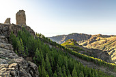 """At the """"Roque Nublo"""" monolith in the high mountains of Gran Canaria (1813 m altitude) in the evening light, Spain"""