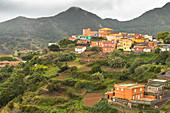"""Sicht auf """"Las Carboneras"""" - kleiner Ort und Ausgangspunkt für Wanderung im Anaga Gebirge, Teneriffa, Spanien"""