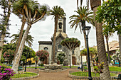 """Park mit Kirche """"Nuestra Señora de la Peña de Francia"""", Puerto de la Cruz, Teneriffa, Spanien"""