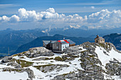 View of Simonyhütte and mountain chapel, Simonyhütte, Dachstein, Upper Austria, Austria