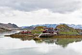 Bunte Häuser im Fischerdorf, Kafjord, Norwegen