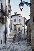 Das historische Dorf Villetta Barrea, Barrea, Abruzzen, Italien