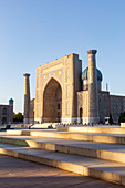 Registan square and Cher Dor Madrasa in the center of Samarkand city. Sammarcanda, Uzbekistan, Central Asia.