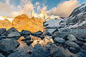 Fitz Roy Gebirge am Morgen an der Laguna Los Tres, El Chalten, Provinz Santa Cruz, Argentinien