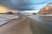 Haukland Beach bei Sonnenuntergang, Leknes, Lofoten, Nordland, Norwegen, Skandinavien, Nordeuropa