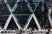 United Kingdom, London, business district of the City, Swiss Re Building and Swiss Re Building nicknamed the Gherkin (the Gherkin architect Norman Foster, cafe terrace