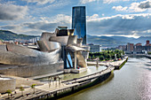 Guggenheim Museum on the Nervion River, architect Frank O. Gehry, Bilbao, Basque Country, Spain