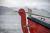 Detail eines Fischerbootes in dem Dorf Gjógv, Färöer Inseln