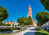 Freyung mit Sicht auf St. Jodok in Landshut, Bayern, Deutschland