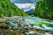 Der Fluss Halblech im Sommer, Bayern, Deutschland
