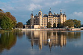 Schwerin Castle on Lake Schwerin in autumn, Mecklenburg-Western Pomerania, Germany