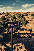 Trail signpost to Delicate Arch in Arches National Park, Utah, USA, North America