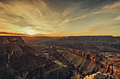 Sonnenuntergang am Südrand des Grand Canyon, Grand Canyon Nationalpark, Arizona, USA, Nordamerika
