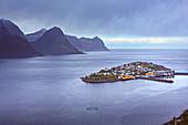 Fischerdorf Husoy auf Insel Senja, Norwegen