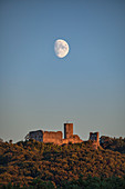 The rising moon over the ruins of Wolfstein near Neumarkt in the Upper Palatinate, Bavaria, Germany, Europe