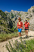 Man and woman hiking through the Ruta del Cares gorge, Cares Gorge, Picos de Europa, Picos de Europa National Park, Cantabrian Mountains, Asturias, Spain