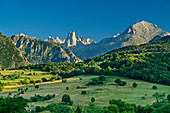 View of Picu Urriellu and Pico de Albo, Naranjo de Bulnes, Picos de Europa, Picos de Europa National Park, Cantabrian Mountains, Asturias, Spain