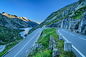 Grimsel Pass Road with Räterichsbodensee and Bernese Alps in the background, Grimsel Pass, UNESCO World Natural Heritage Jungfrau-Aletsch, Bernese Alps, Switzerland