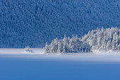 Winter morning at the frozen Eibsee, Grainau; Upper Bavaria, Bavaria, Germany