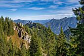 Blick von den Schartenköpfen auf das Ettaler Manndl, Oberammergau, Bayern,Deutschland