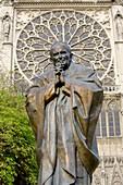 Statue: Pope John Paul II (Zurab Tsereteli: 2014) outside Notre Dame cathedral / Notre-Dame de Paris on Isle de la Cite. Paris, France.
