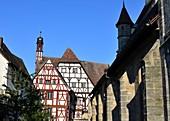 an der Pfarrkirche St. Martin in der Altstadt von Forchheim, Fachwerk, Häuser, Ober-Franken, Bayern, Deutschland