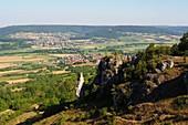 auf der Walberla bei Kirchehrenbach, Landschaft, Felsformation, Dörfer, Häuser, Blick, Fränkische Schweiz, Ober-Franken, Bayern, Deutschland