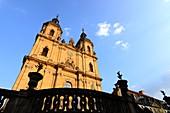 an der Basilika, Gößweinstein, von unten, Türme, Kirche, Mauer, Fränkische Schweiz, Ober-Franken, Bayern, Deutschland