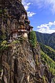 Nach gut drei Stunden Fußweg erreicht man einen Aussichtspunkt gegenüber von Kloster Tigernest, Taktsang, Bhutan, Asien