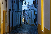 Great atmosphere in the evening in the old town streets of Evora.