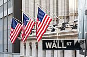 Außenansicht der Wall Street und der New Yorker Börse. Manhattan, New York, USA