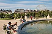 France, Paris, Jardin des Tuileries, the large round basin