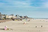 "France, Pas-de-Calais, Berck-sur-Mer, seaside resort on the Opale Coast, the beach and the beach cabins called ""berlingots"""