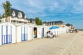 France, Somme, Baie de Somme, Le Crotoy, beach cabines along Jules-Noiret promenade