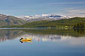Am See Fustvatnet bei Mosjoen, Nordland, Norwegen, Europa