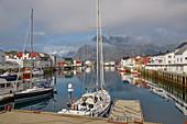 Im Hafen von Henningsvaer, Austvagsoya, Lofoten, Nordland, Norwegen, Europa