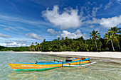 Lonely fishing boat in front of Kei Besar, Kei Islands, Moluccas, Indonesia, Southeast Asia, Asia