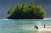 Beach in the south dee village of Saleman in the north of the island of Seram, Moluccas, Indonesia, Southeast Asia, Asia