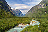 Fluss, Wasserfall, Fjord, Berge, Wald, Fjordnorwegen, Norwegen, Europa\n