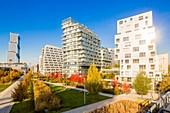 France, Paris, Quartier des Batignolles, Martin Luther King Park in the autumn, redeveloped on former SNCF property