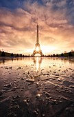 France, Paris, Paris, area listed as World Heritage by UNESCO, The Eiffel Tower and the Trocadero pool iced
