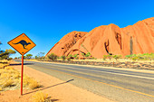 Kangaroo crossing warning sign along Ayers Rock drive in Uluru-Kata Tjuta National Park, UNESCO World Heritage Site, Northern Territory, Australia, Pacific