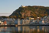 Blick auf Alesund mit Aussichtsberg Aksla, Provinz Möre og Romsdal, Vestlandet, Norwegen, Europa