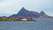 Insel Indre Kvaröy und Berg Hestmona, Indre Kvaroey, Nordland, Norwegen, Europa