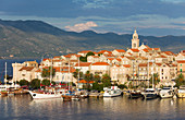 View over harbour to the Old Town, yachts moored beside quay, Korcula Town, Korcula, Dubrovnik-Neretva, Dalmatia, Croatia, Europe